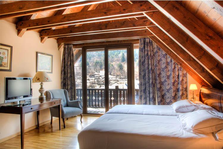 Double Standard - Hotel de Tredòs - Tredòs