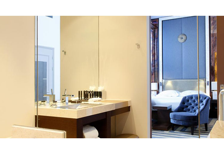 Double Room Bath - The Dylan Amsterdam - Amsterdam