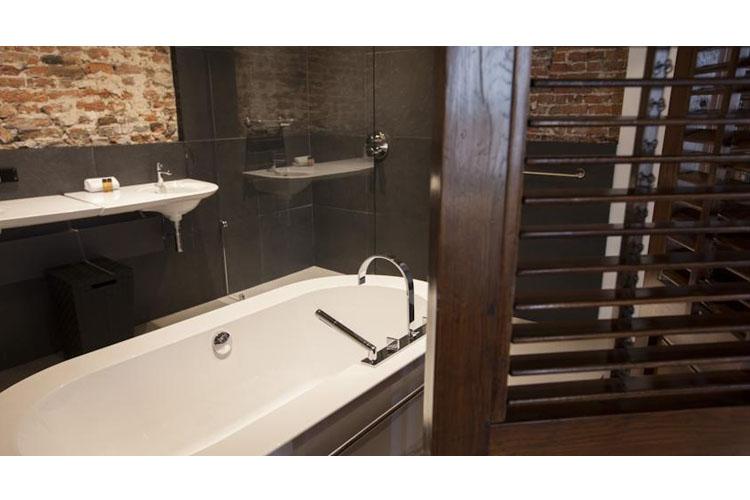 De Dieze Suite Bath - Bossche Suites - Den Bosch