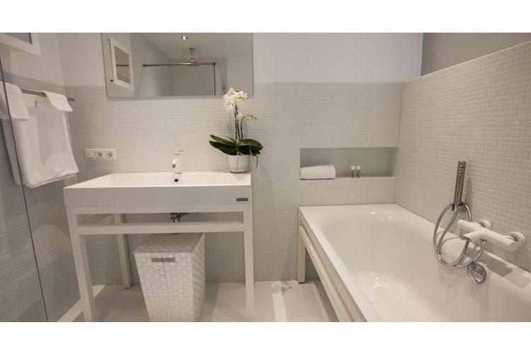De Witte Suite Bath - Bossche Suites - Den Bosch