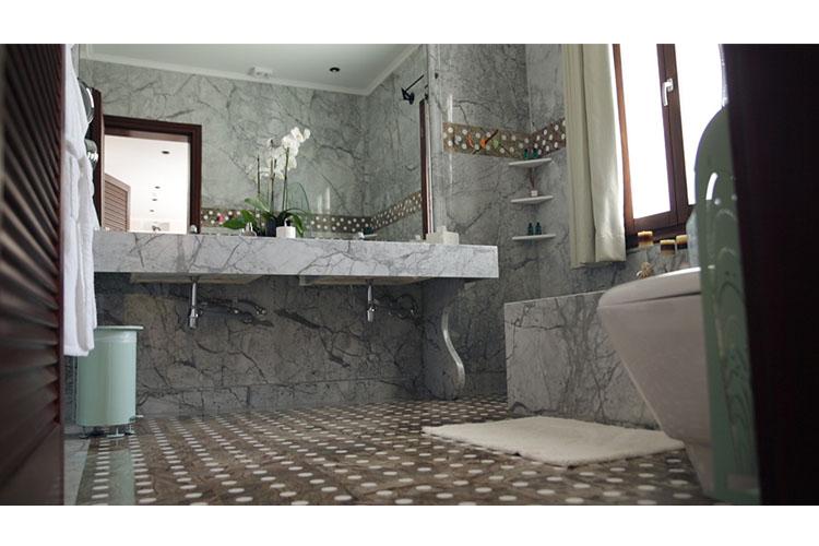 Junior Suite Bathroom - Agalia Luxury Suites - Tzamaria