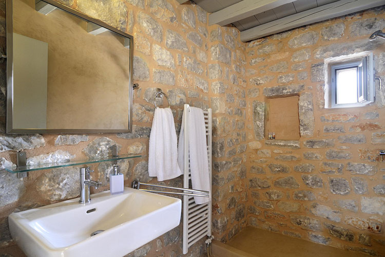 Superior Double Room Bathroom - Antares Hotel Mani - Areopoli