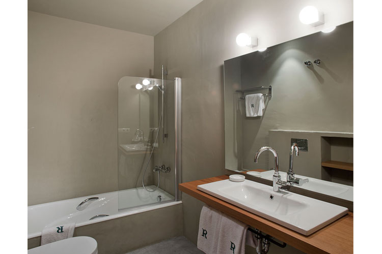 Double Superior Bathroom - La Rectoría de Regencós - Costa Brava