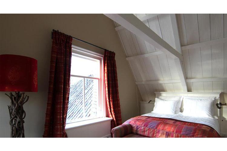 Red Room - Inn on the Lake - Broek in Waterland