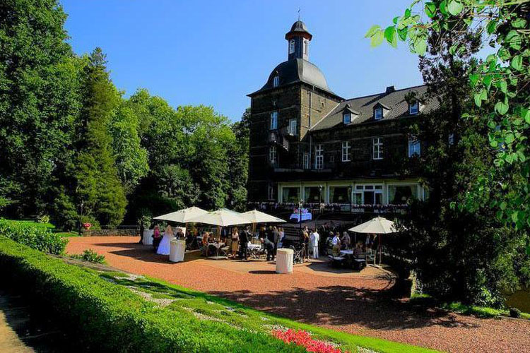 Hotel schloss hugenpoet h tel boutique essen kettwig for Great little hotels