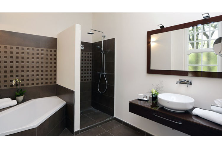 Suite Bathroom - Park Villa - Wuppertal