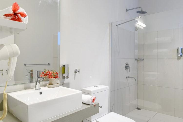 Bathroom - Voile Bleue - Pointe aux Piments