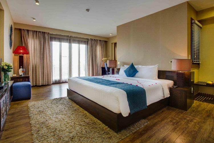 Royal Terrace Suite - Oriental Suites Hotel - Hanói