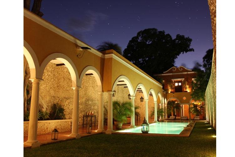 Pool Night View - Hotel Hacienda Mérida VIP - Merida