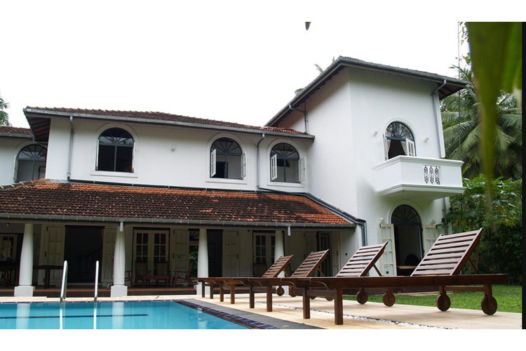 Facade and Pool - The Villa Green Inn - Negombo