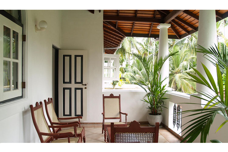 The villa green inn ein boutiquehotel in negombo for Balcony designs pictures sri lanka