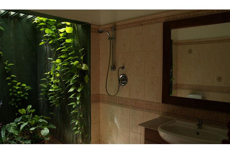 Bathroom - The Villa Green Inn - Negombo