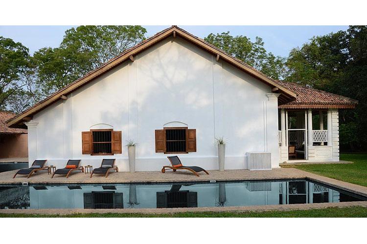 Facade and Pool - Maya - Aranwella