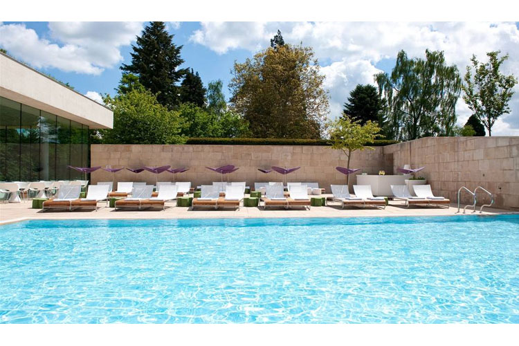 Pool - Cowley Manor Hotel - Cheltenham
