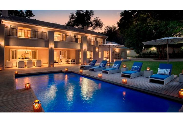 Villa - Facade and Pool - AtholPlace Hotel & Villa - Johannesburg