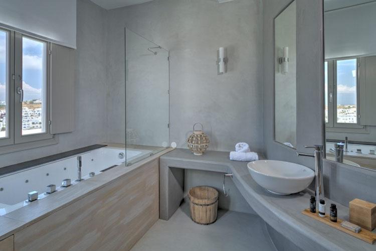 Hotel papadakis ein boutiquehotel in paros for Caribbean bathroom design ideas