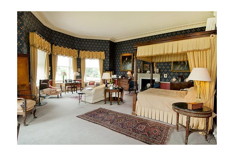 Royal Four Poster Room - Hartwell House & Spa - Aylesbury