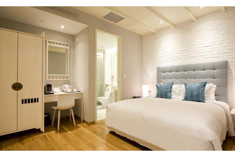 Premier King - Hotel Adonis - SINGAPORE