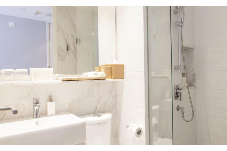 Bathroom - Hotel Adonis - SINGAPORE
