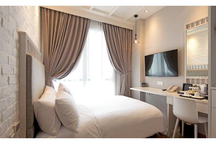 Quaint Queen - Hotel Adonis - SINGAPORE