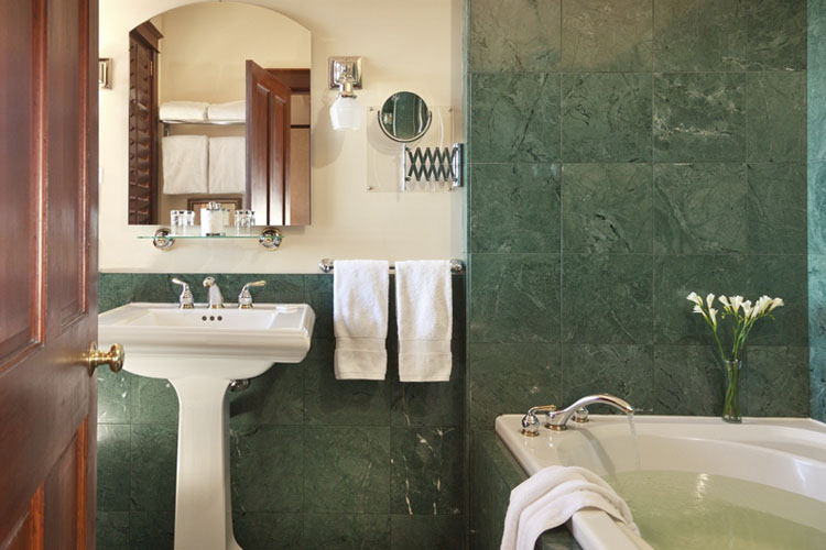 Emerald Room - Abigail's Hotel - Victoria