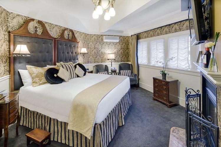 Rose Room - Abigail's Hotel - Victoria