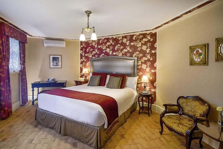 Ruby King Room - Abigail's Hotel - Victoria