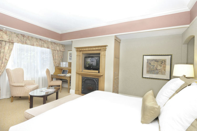 Luxury King Room - Old Mill Toronto - Toronto