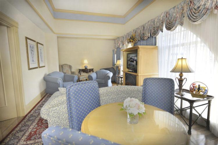 Deluxe Queen Suite - Old Mill Toronto - Toronto
