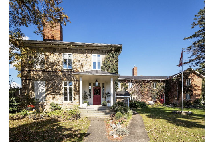 Facade - Denaut Mansion Country Inn - Delta