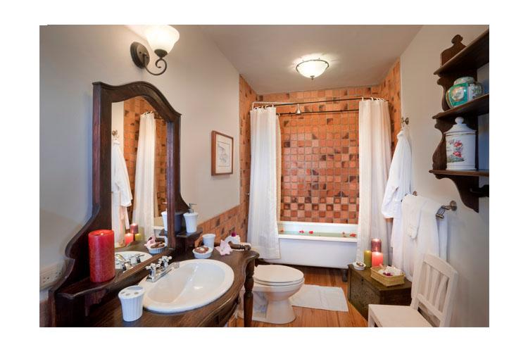 Bathroom - Hacienda Zuleta - Comuna Zuleta