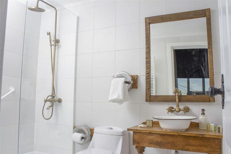 Bathroom - Hotel la Yegua Loca - Punta Arenas