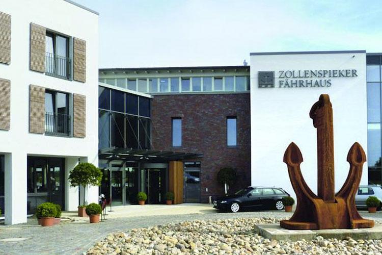 Facade - Zollenspieker Faehrhaus - Hambourg