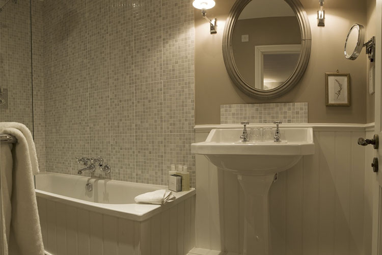Bathroom - Lord Crewe Arms - Blanchland