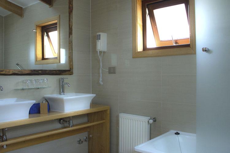 Bathroom - Hotel Parque Quilquico - Castro